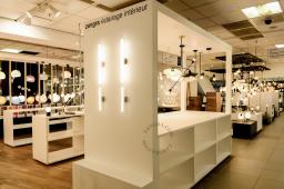 a3/66/zangra-shop-in-shop-le-bhv-marais-paris-parijs-lighting-luminaires-verlichting-porselein-porcelain-textile-cable-03.jpg