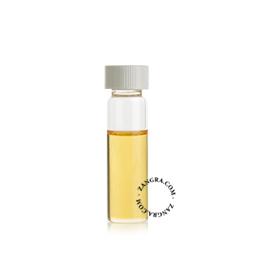 clean006_001_s-oil-olie-huile-red-cedar-moth-cedre-rouge-mites-cederhout-motten-rode-ceder