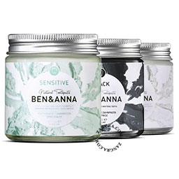 natural-toothpaste-activated-charcoal-sensitive-whitening-ben-anna-glass-jar