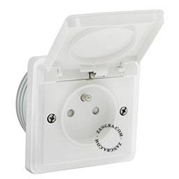 splashproof flush-mounting socket outlet