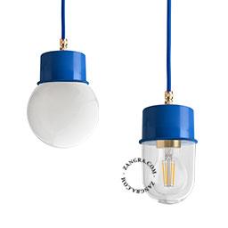 lampe-suspension-metal-bleu-abat-jour-verre-globe