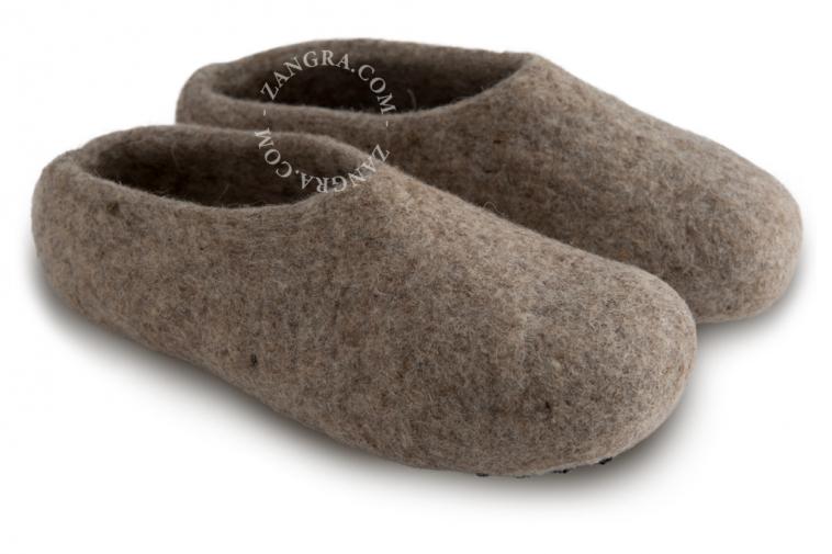 slippers.ad001_l-pantouffle-feutre-pantoffels-vilt-wol-laine-wool-felt-felted-slippers-shoes