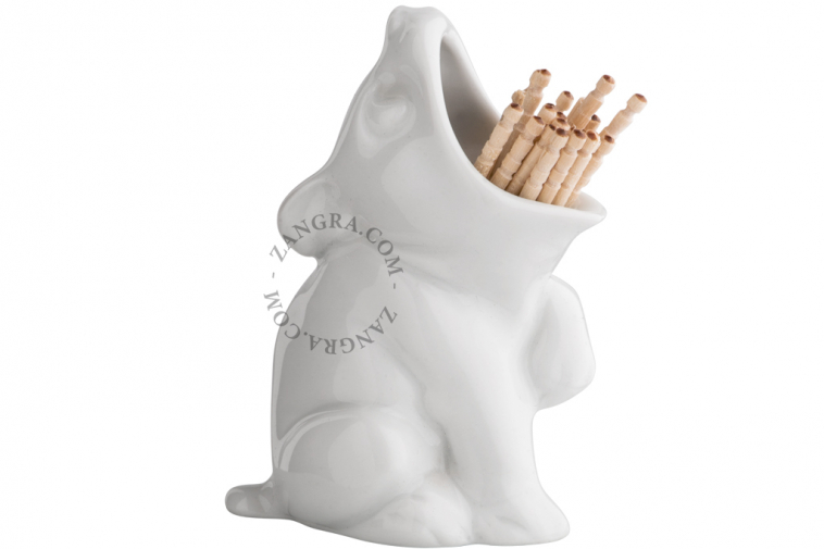 home.057.004_l-02-porcelain-dog-chien-porcelaine-hond-porselein