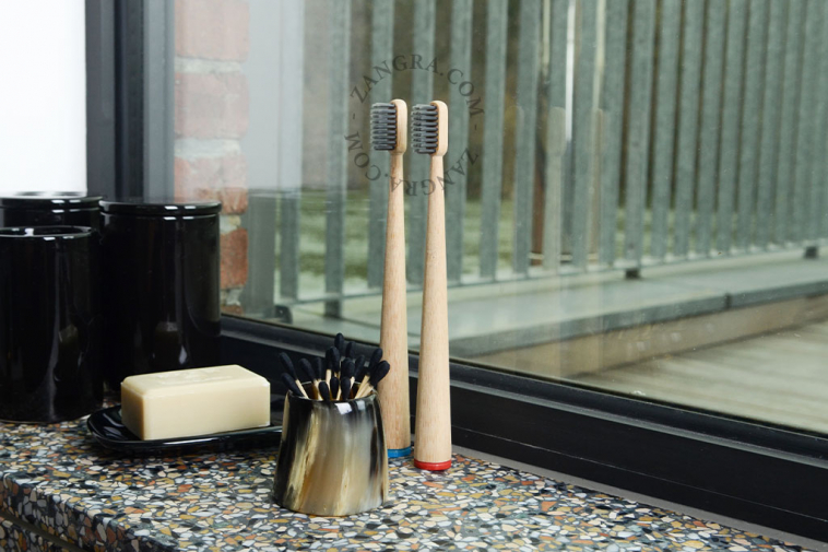 container-cup-mug-toothbrush