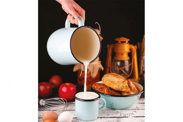 enamel-tableware-blue-ivory-mug