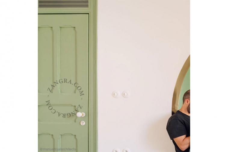 porcelain-handle-white-door
