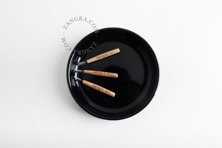 brush-interdental-bamboo-clean-teeth