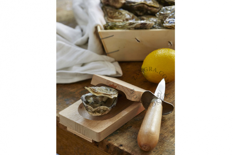 wood-oyster-opener-clamp
