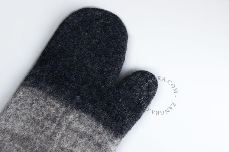 sheep-oven-glove-fairtrade-wool-felt-handmade-mitt