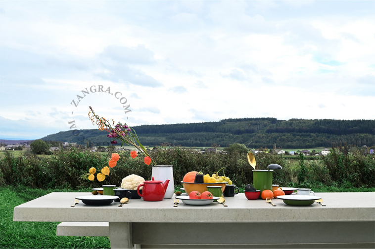 red-enamel-teapot-tableware