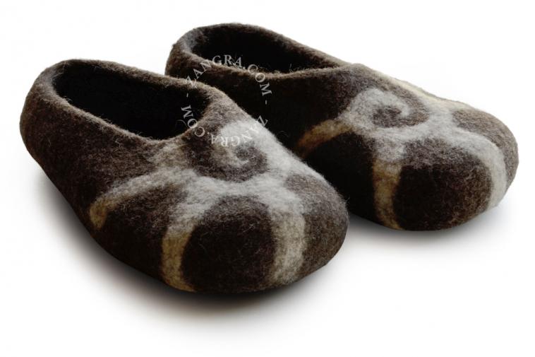 slippers.ch004_l-pantouffle-feutre-pantoffels-vilt-wol-laine-wool-felt-felted-slippers-shoes