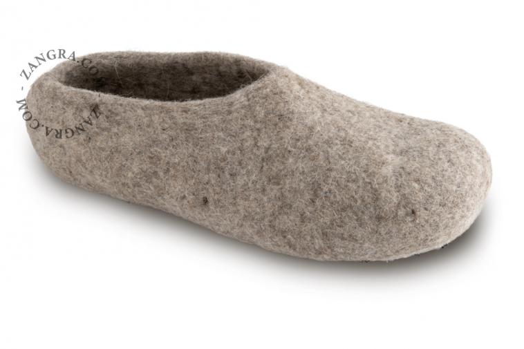 slippers.ad002_l_02-pantouffle-feutre-pantoffels-vilt-wol-laine-wool-felt-felted-slippers-shoes