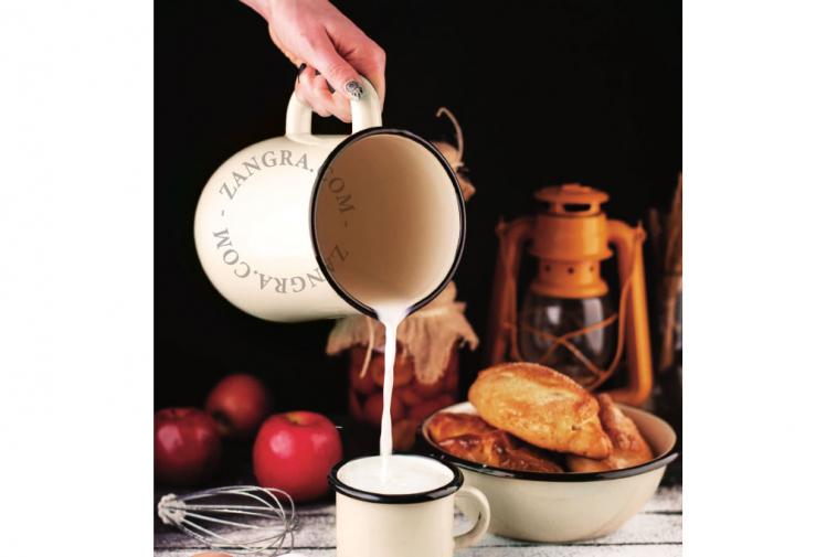 enamel-tableware-jug-ivory-carafe