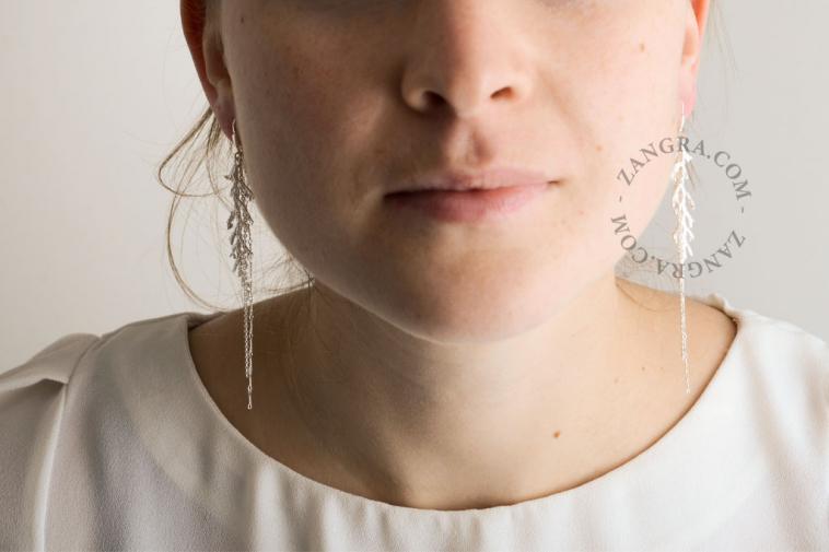 gold-earrings-jewellery-women-thuja-leaf-silver