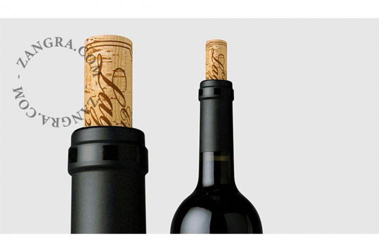 kitchen063_001_l-02-wijn-wine-vin-cahteaux-lagoutte-dropstop-gietplaatje-anti-goutte-wine-pourer-stopper